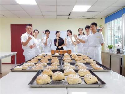 重庆欧艺职业培训学校 职业教育必将成为大批专业技能人才承载梦想的摇篮