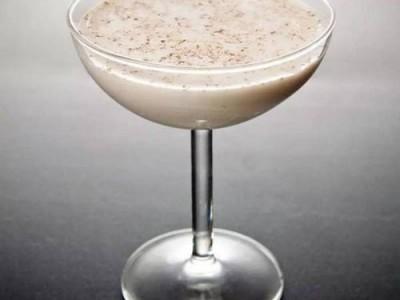 学习调制亚历山大鸡尾酒,怎样做亚历山大鸡尾酒,亚历山大鸡尾酒的制作教程