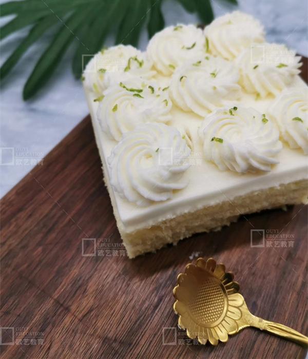 重庆欧艺、蛋糕培训班、鲜奶油的打法技巧
