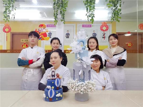 重庆学西点哪个学校好、重庆欧艺西点培训学校