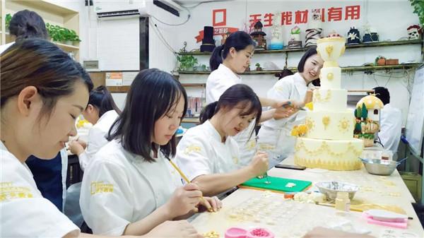 重庆欧艺西点培训学校、短期制烘焙班